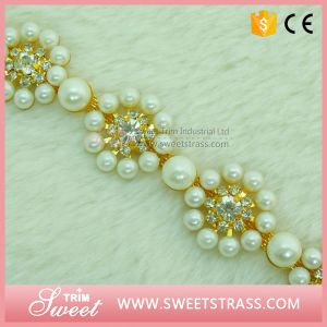 New a Class Quality Dress Crystal Trim Fancy Rhinestone Chain pictures & photos