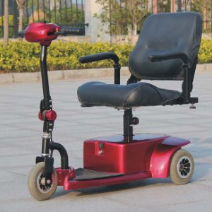 CE Certificated Electric 3 Wheel Folding Mobility Scooter (DL24250-1) pictures & photos