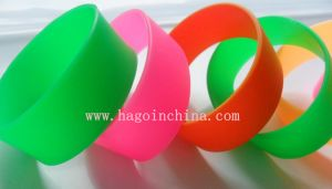 Customized Popular Gift Silicone Rubber Bracelet pictures & photos