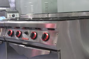 Deluxe Freestanding Gas Range with 4 Electric Round Hot Plate with Cabinet (CRQ-94) pictures & photos