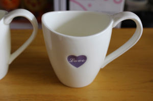 Hot Sales Heart Shape Decal Design Ceramic Coffee Mugs pictures & photos
