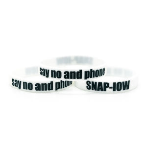 Customized High Quality Cheap Silicon Wrist Band pictures & photos