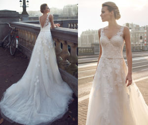 Lace Soft and Flowing Wedding Dress pictures & photos