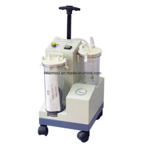 Emergency Ambulance Portable Suction Machine with Rechargeable Battery pictures & photos