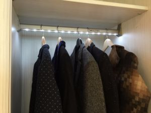 PIR Sensor LED Wardrobe Light for Hanging Rod with Battery pictures & photos