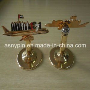 Hotsale Newest Deluxe Gold Metal Stand Airplane Design Trophy with Seven Sheikhs Logo for UAE 45th National Day pictures & photos