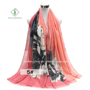 2017 Diagonal Rose Printed Satin Fashion Ladies Scarf Shawl Factory pictures & photos