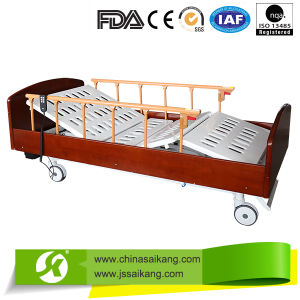 Made in China Beautiful Manual Adjustable Hospital Bed pictures & photos