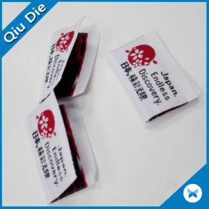 Delicate Bright High Density Yarn Midfold Fabric Woven Label for Women′s Apparel pictures & photos