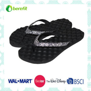 EVA Sole and PU Upper with Embossed Outline, Women′s Slipper pictures & photos
