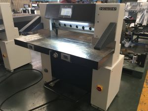 Full Hydraulic Paper Cutter (67E) pictures & photos