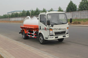 Sinotruk Brand Suction Sewage Truck/Vacuum Sewer Cleaner Truck with 4X2 Driving Type