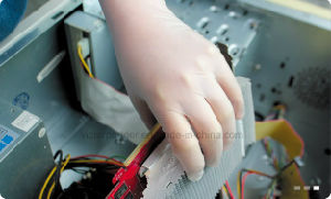Small MOQ Competitive Price Disposable Powder Free Nitrile Gloves for Electronics Industry pictures & photos