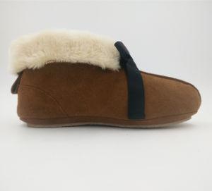 Cow Suede Upper Women Shoes Indoor Slipper pictures & photos