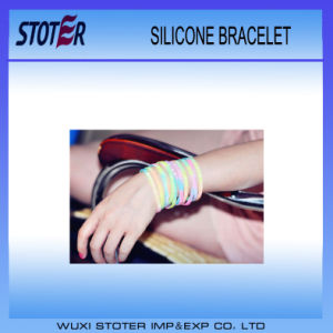 2016 Hot Sale Custom Embossed/Debossed/Silk Print Silicone Sports Wristband Bracelet pictures & photos