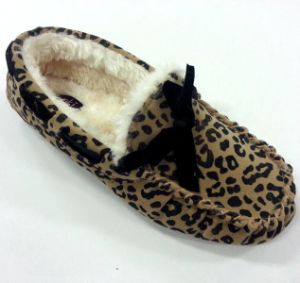 Woman′s Warm Moccasin Shoes with Leopard Print