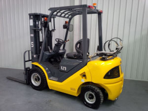 Un 2.5t LPG/Gasoline Dual Fuel Forklift with Original Nissan K25 Engine pictures & photos