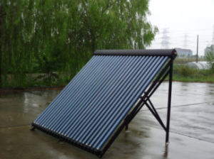 Copper Manifold Heat Pipe Solar Collector pictures & photos