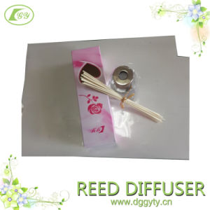 OEM Romantic Style Fragrance Aroma Essential Oil Reed Diffuser Gift Set, Car Air Freshener (Unique Design) pictures & photos