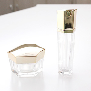 Cosmetic Hexagon Acrylic Lotion Bottle with Pump pictures & photos