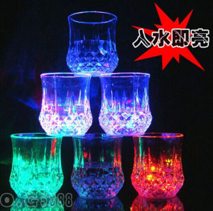 China Factory Plastic LED Flashing Cups