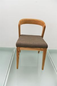 Top Quality Wooden Restaurant Chair Furniture with Fabric Cushion (FOH-CXSC06) pictures & photos