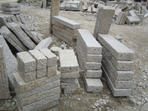 G682 Rusty Yellow Granite Stone Palisade for Garden Ornament pictures & photos