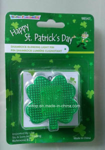 Plastic St Patrick′s Day Light up Pin (LP011) pictures & photos