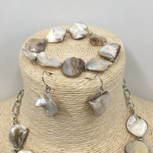 Gorgeous Jewelry Sets with Resin and Shell Necklace and Earrings and Bracelet pictures & photos