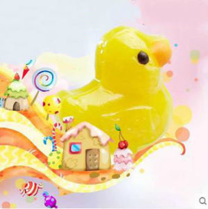 3D Carton Toy Yellow Duck Shpe Hard Candy Lollipop Candy pictures & photos