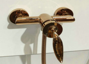 2017 Modern Bathtub and Bathshower Faucet in Rose Golden pictures & photos