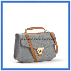 Simple Design Customized Wool Felt Casual Messenger Bag, Hot Promotion Shopping Tote Hand Bag with Adjustable PU Leather Belt pictures & photos