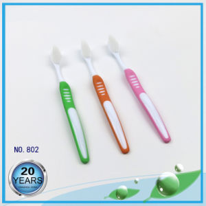 Sharp Slim Bristle with Soft Rubber Handle Toothbrushes pictures & photos