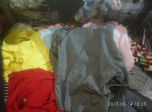 Gracer Sell Warehouse Recycling Stores Dust Coat Baled Good Grade Used Clothing pictures & photos