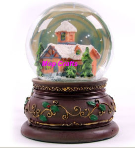Polyresin Christmas Waterball or Christmas Water Globe pictures & photos
