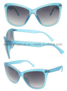 Hot Sell Full Frame Fashion Promotional Plastic Sunglasses (SP692034) pictures & photos