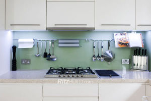 Kitchen Furniture, Customed Kitchen Modern Small Kitchen Cabinet pictures & photos