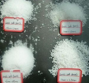 Sodium Hydroxide Pearls/Flakes 99% Caustic Soda pictures & photos