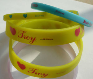 Debossed Logo Silicon Bracelet for Promotional Gift pictures & photos