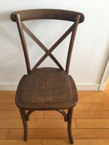 Oak Wood Dark Stain Cross Back Chairs for Rentals pictures & photos