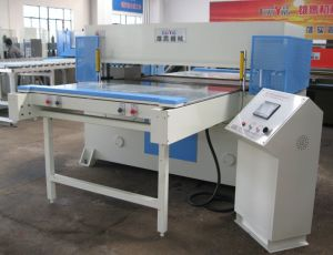 Automatic Both Feeding PLC Hydraulic PVC Cutting Machine pictures & photos