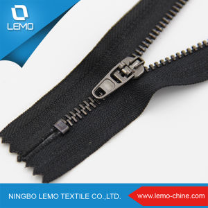 Zipper Factory Produce Long Chain Metal Zipper Rolls pictures & photos