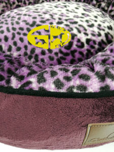 Pet Dog Flat Oval Bed Pod with Fur Inner pictures & photos