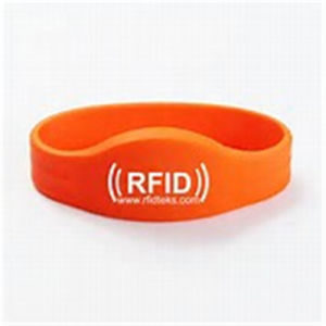 Customized 13.56MHz RFID Wristband for Lovers pictures & photos