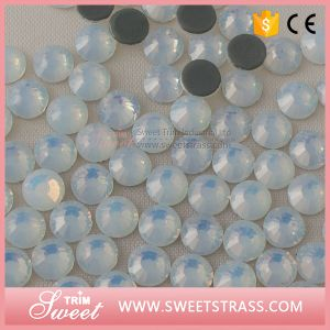 Small Qty Packing Mc Bling Bling White Opal Rinestone Beads pictures & photos
