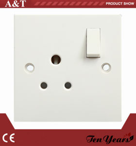 Britishstyle 5A Round Pin Switched Socket pictures & photos