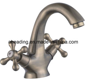 Double Handle Basin Faucet (SW-7725) pictures & photos