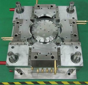 High Quality Plastic Injection Mold for Auto Parts pictures & photos