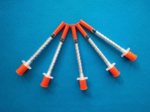 Disposable Insulin Syringe 1ml with 29g 30g Needle pictures & photos
