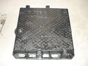 Double Triangle Cover Ductile Iron Manhole for Telecom pictures & photos